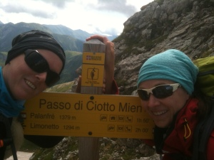 Passfoto am schwindelerregenden Passo di Ciotto Mieu